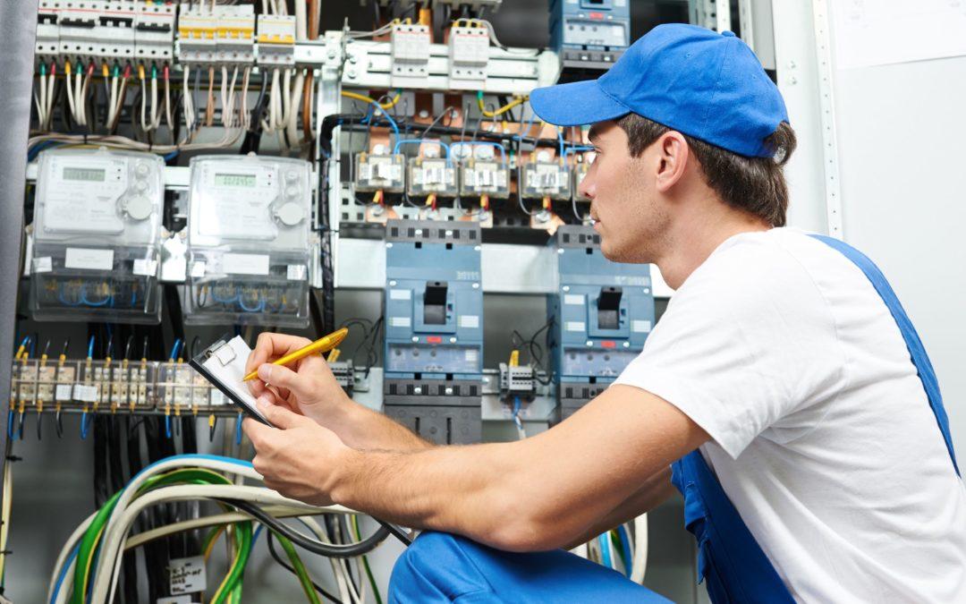 Когда проводят внеплановую проверку электрооборудования?